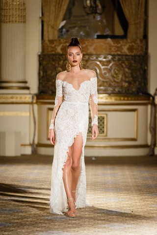 berta-spring-summer-2018-fitted-off-the-shoulder-long-sleeved-gown-lace-ribbon-belt-thigh-high-slit