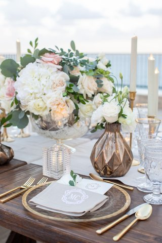 wedding-reception-wood-table-gold-flatware-charger-white-hydrangea-pink-rose-bronze-vase-crystal