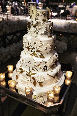 five-layer-wedding-cake-with-fondant-flower-appliques