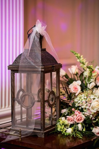 wedding-reception-table-with-wood-lantern-white-roses-lisianthus-pink-roses-green-hydrangeas