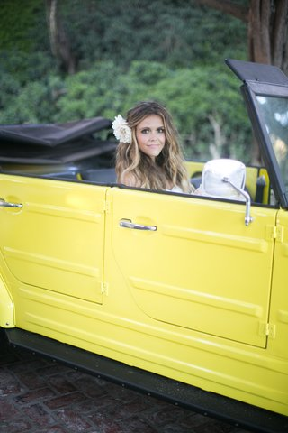 katrina-hodgson-on-wedding-day-in-yellow-vw-thing