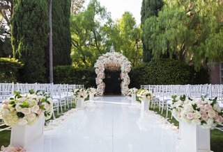 wedding-ceremony-white-lacquer-aisle-pink-white-flowers-chuppah-white-chairs-beverly-hills-hotel
