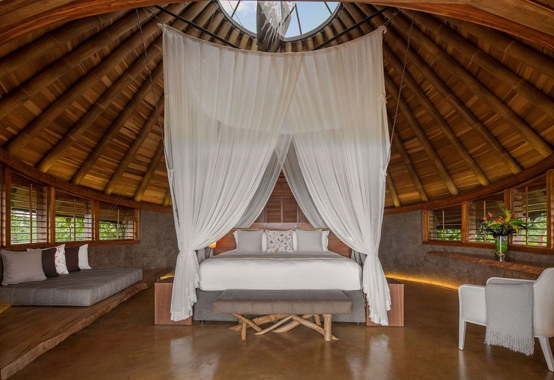ORIGINS Luxury Lodge - Bedroom with Canopy Bed