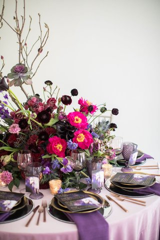wedding-centerpiece-with-pink-flowers-dark-purple-flower-ranunculus-rose-orchid-branches