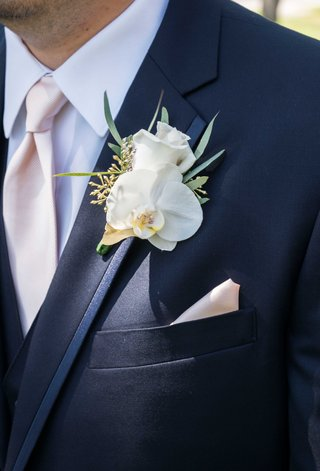pink-and-blue-groom-outfit-orchid-boutonniere-white-flower-leaves-green-pocket-square