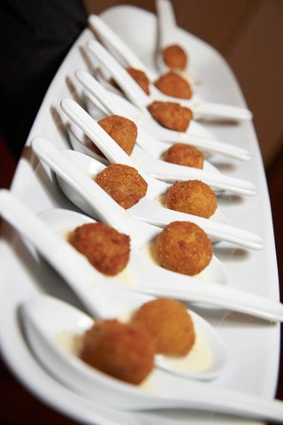 wedding-appetizers-of-a-breaded-ball-served-in-spoons