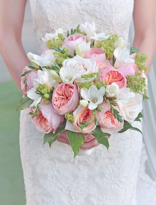 bridal-bouquet-with-white-roses-pink-garden-roses-and-green-leaves
