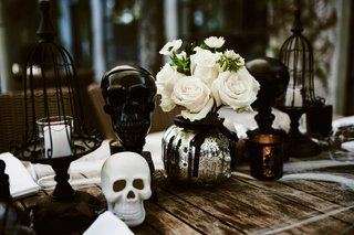halloween-wedding-ideas-wood-table-with-mercury-glass-silver-pumpkin-centerpiece-black-white-skulls