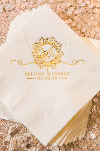 napkins-with-gold-monogram-and-wedding-date-cocktail-beverage-napkins