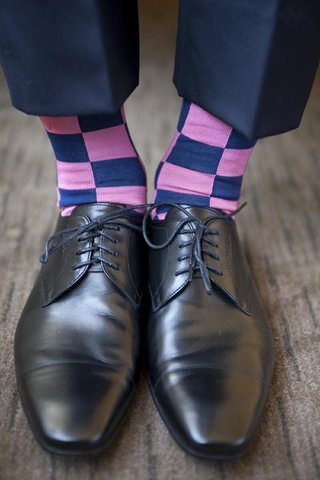 groom-wearing-oxford-shoe-with-checkered-socks