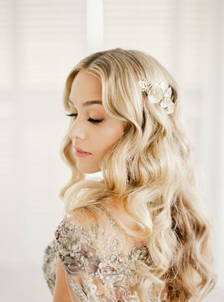 former-miss-puerto-rico-mariana-paola-vicente-wedding-day-beauty-look-long-blonde-hair-curls
