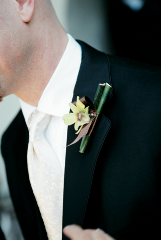 groomsman-with-orchid-attached-to-tuxedo
