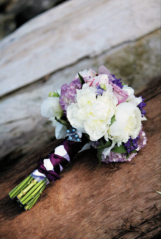 brides-bouquet-of-white-and-purple-flowers