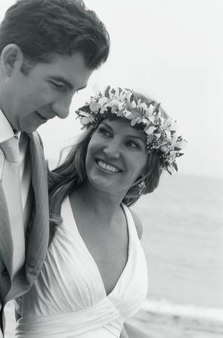 black-and-white-photo-of-tropical-beach-wedding-couple
