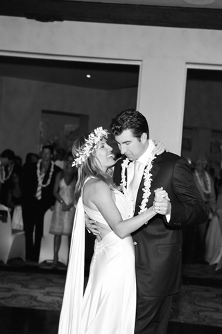 black-and-white-photo-of-hawaiian-lei-wedding-couple