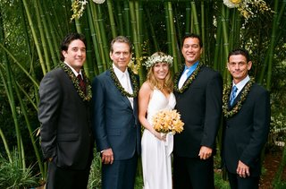 bride-with-male-guests-wearing-hawaiian-lei