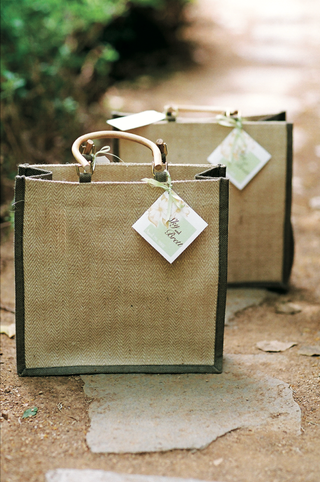 jute-burlap-wedding-gift-bag-with-wood-handles