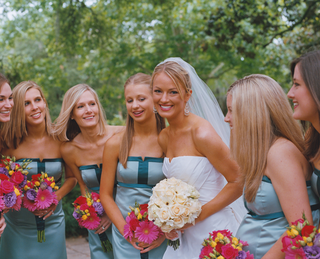 brooke-anderson-and-bridal-party-on-wedding-day