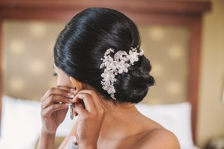 bride-with-low-bun-and-pretty-flower-motif-hair-pin