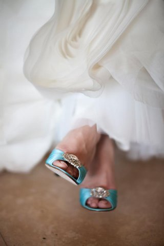 tiffany-blue-custom-manolo-blahnik-heels