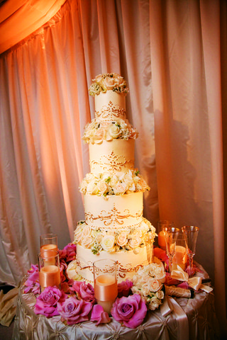 four-layer-cake-with-three-flower-tiers
