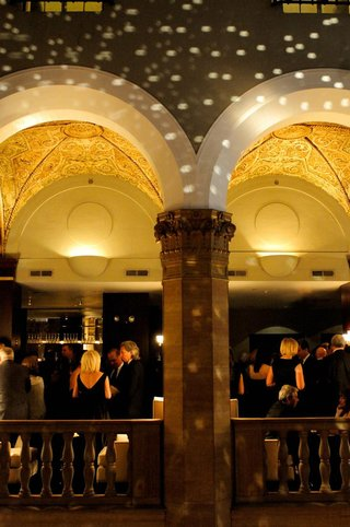 guests-mingling-at-w-chicago-city-center-bar