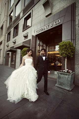 bride-and-groom-outside-tiffany-co-in-san-francisco