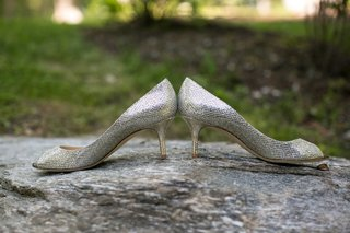 low-silver-shimmering-heels-bride-shiny-wedding