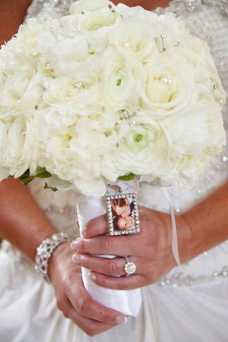 brides-bouquet-of-white-peonies-roses-ranunculuses-crystals-photo-of-her-father-kissing-her