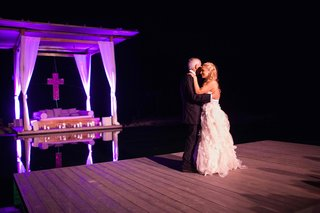 poolside-father-and-daughter-wedding-dance-at-reception