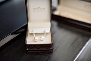 wedding-day-jewelry-pearl-earrings-with-diamonds-drop-earring-in-jewelry-box