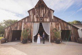 wedding-reception-in-san-luis-obispo-rustic-winery-vineyard-with-vintage-barn-bride-in-wedding-dress