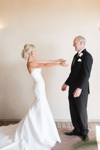 wedding-idea-first-look-with-bride-and-father-of-the-bride-strapless-wedding-dress-arms-outreached
