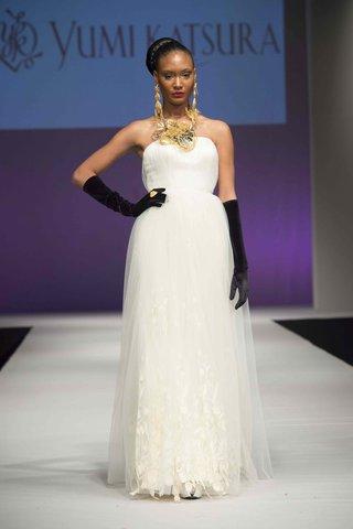 yumi-katsura-fall-2016-strapless-sheath-wedding-dress-with-tulip-lace-on-hem