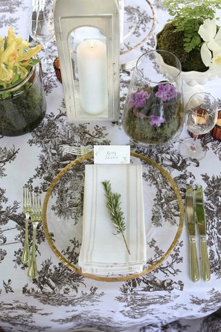 vintage-pattern-linens-on-wedding-table-with-fresh-herbs