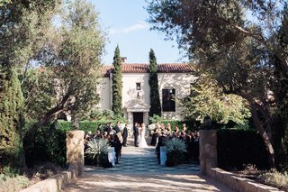 santa-barbara-wedding-ceremony-at-mediterranean-inspired-venue