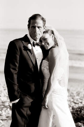 black-and-white-photo-of-bride-and-groom-at-beach