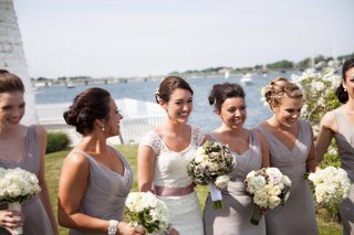 bridesmaids-bouquets-of-white-flowers