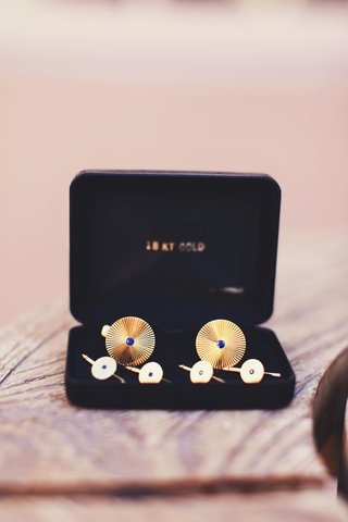 mens-cufflinks-with-blue-sapphires-and-gold-metal