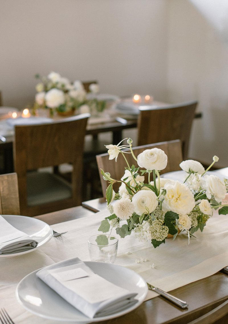 White Flowers on Neutral Tablescape