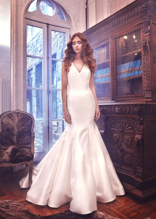 mercer-by-sareh-nouri-spring-2018-fitted-shantung-trumpet-gown-featuring-a-v-neckline-v-back