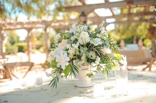 low-centerpiece-tim-lopez-jenna-reeves-white-flower-outdoor-wedding-centerpiece-with-greenery