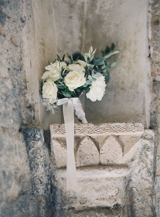 destination-wedding-in-italy-bouquet-with-white-roses-and-dahlia-blue-purple-thistle-and-greenery