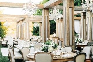 jillian-murray-and-dean-geyer-wedding-wood-structure-over-tables-chandeliers-classic-glam-decor