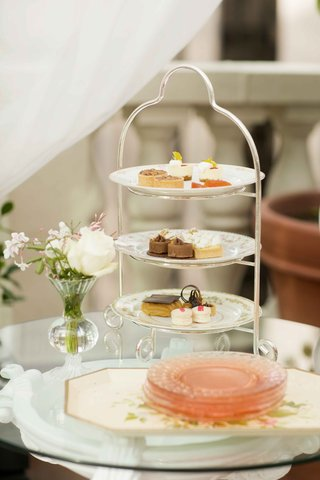 french-inspired-dessert-stand