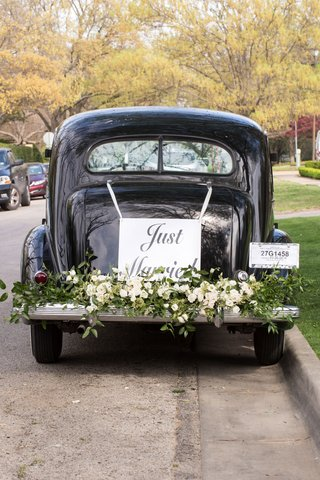 getaway-car-for-dallas-wedding-reception-greenery-white-flowers-just-married-sign-with-ribbon