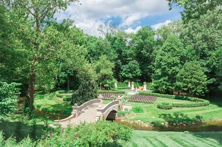 lucas-estate-wedding-trees-and-lawn-ceremony-bridge-into-ceremony