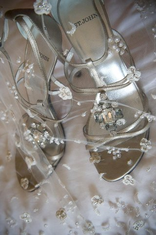 silver-strappy-bridal-shoes-with-crystal-jewel