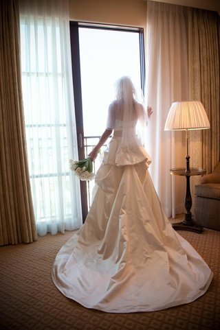 back-of-bride-in-monique-lhuillier-wedding-dress