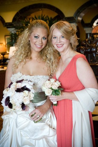 bride-with-mother-of-bride-in-bright-pink-dress
